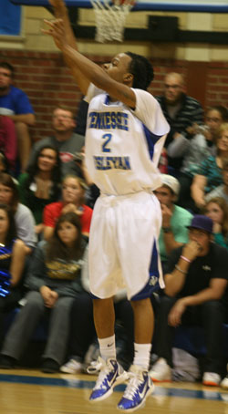 E'Jay Ward scores 31 for the Bulldogs